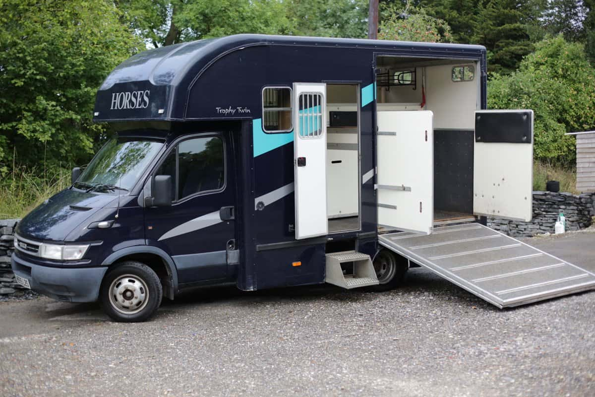 5.2 TONNE SWB TROPHY TWIN BUILT BY PEPER HAROW HORSE BOXES