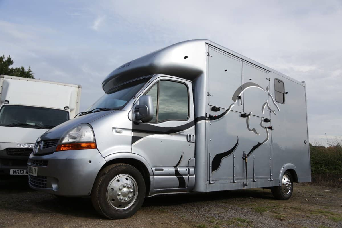 VERY CLEAN 2008 3.5 TONNE HORSE BOX