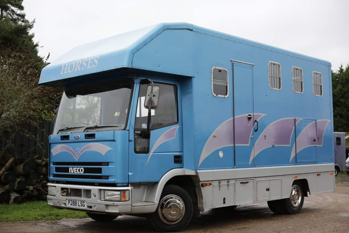 3 HORSE 7.5 TONNE IVECO WITH LOTS OF STORAGE