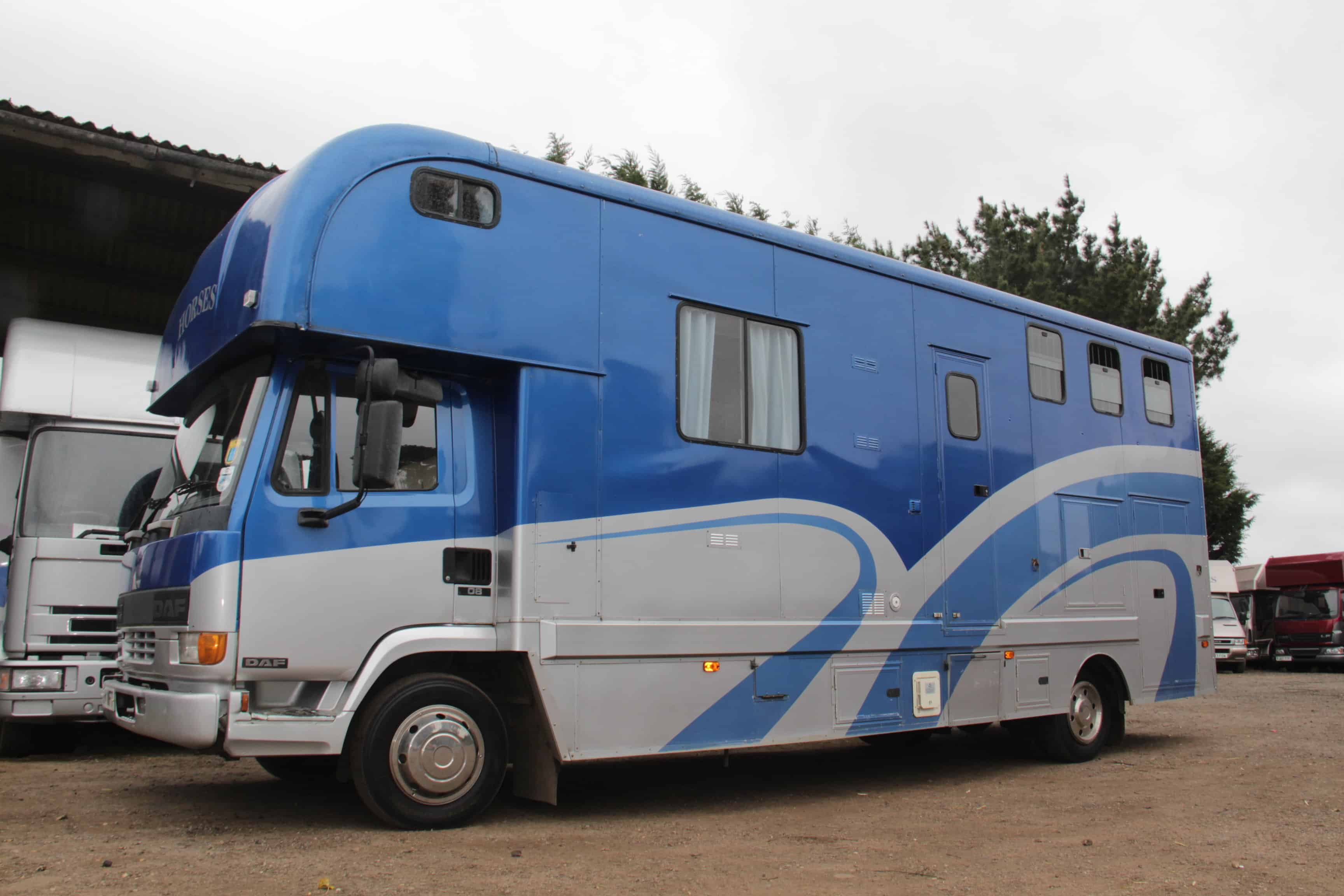 2000 DAF 7.5 TONNE HORSE BOX WITH SMART LIVING