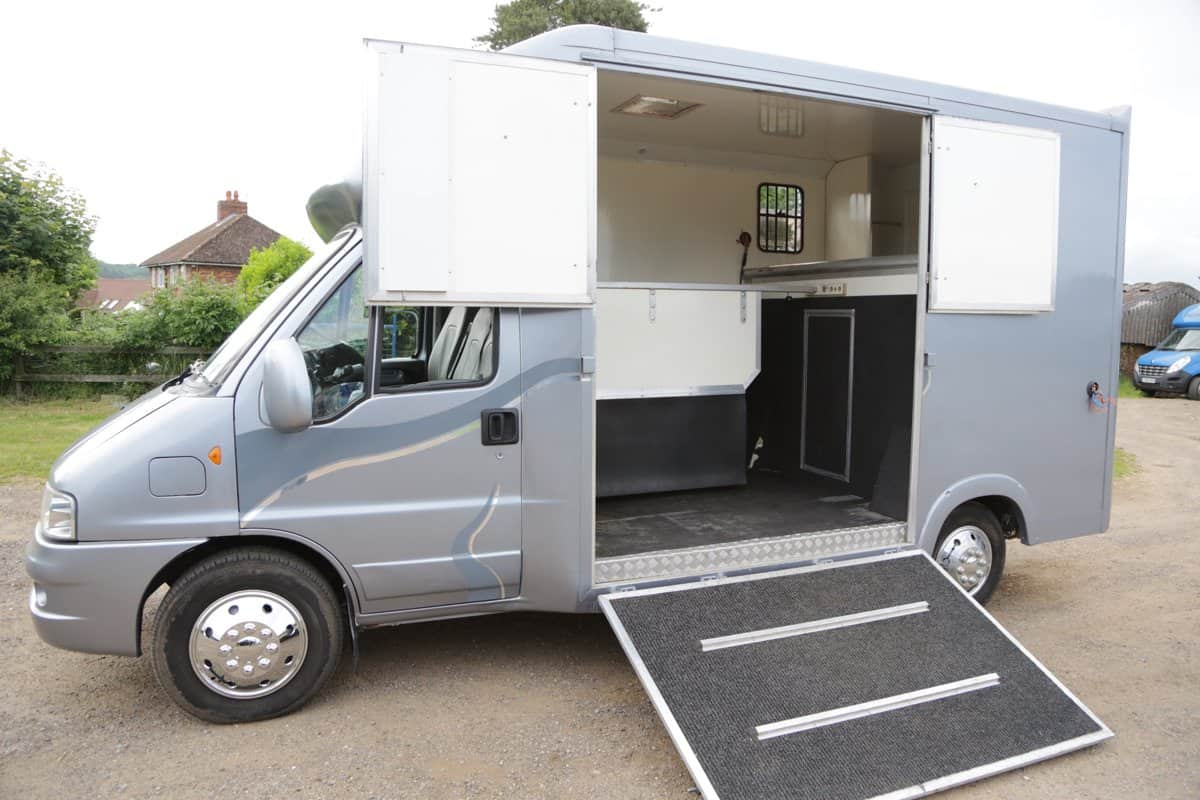 2006 CITROEN RELAY 3.5 TONNE WITH GOOD TACK STORAGE