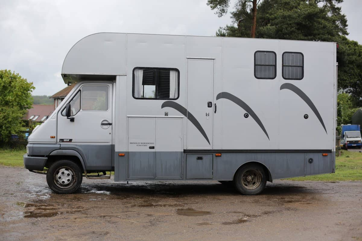 5.5 TONNE REAR LOAD HORSE BOX