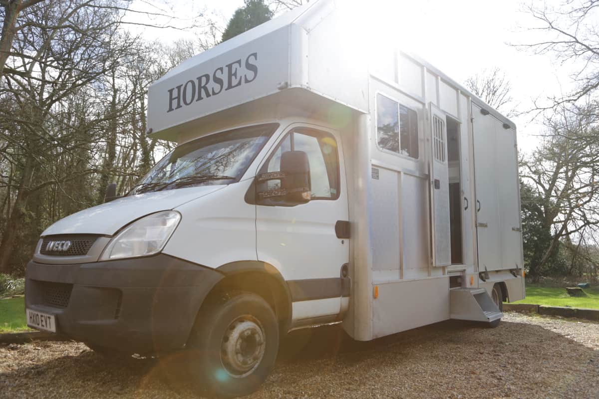 2010 SIDE LOAD 6.5 TONNE HORSE BOX FOR TWO