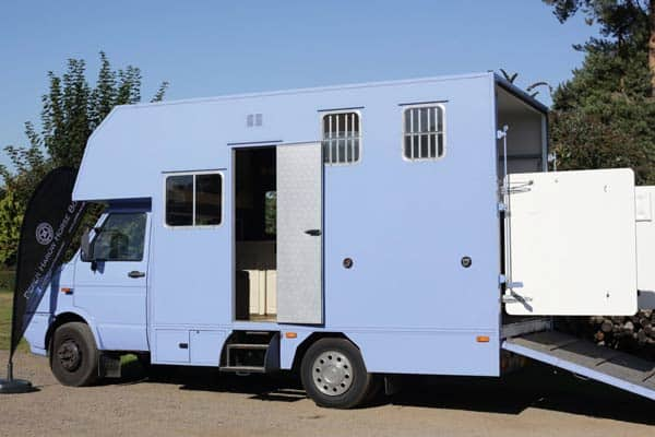 REAR LOAD 6.4 TONNE HORSE BOX