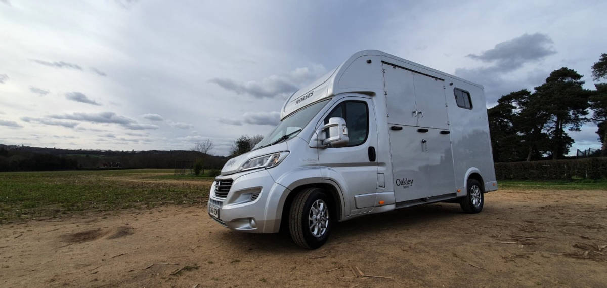 2014 OAKLEY SPORT 3.5 TONNE HORSE BOX – AUTO & SUPERSAFE