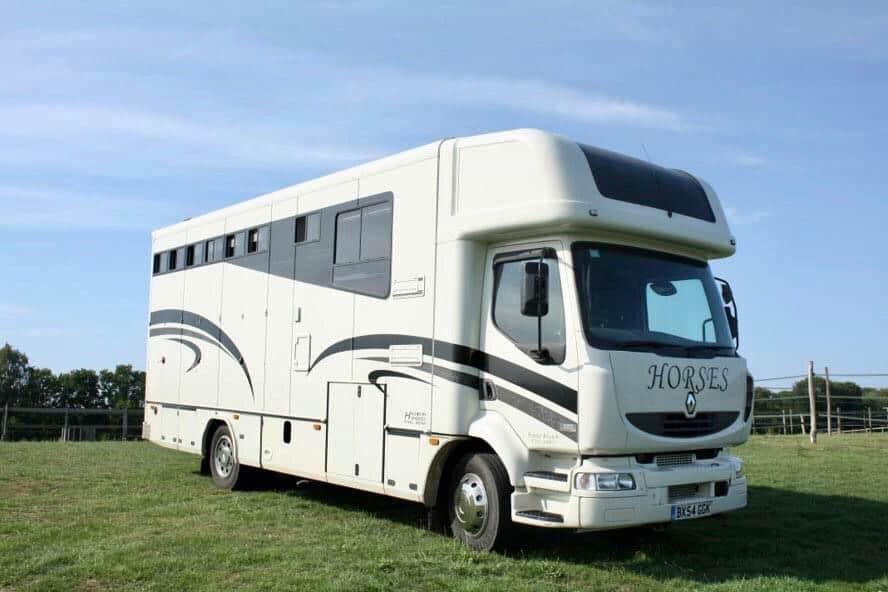 ARRIVING SOON – 2004 RENAULT 12 TONNE HORSEBOX WITH FULL LUXURY LIVING