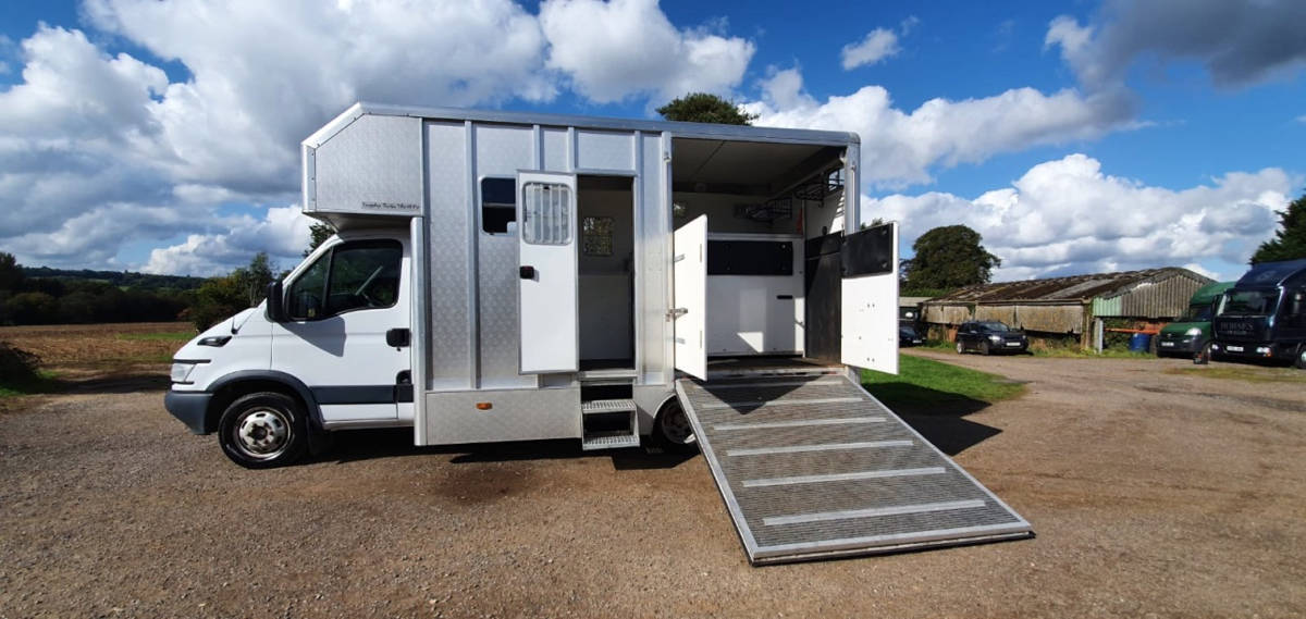 2006 IVECO 5.2 TONNE TROPHY THRIFTY COACHBUILT BY PEPER HAROW HORSE BOXES